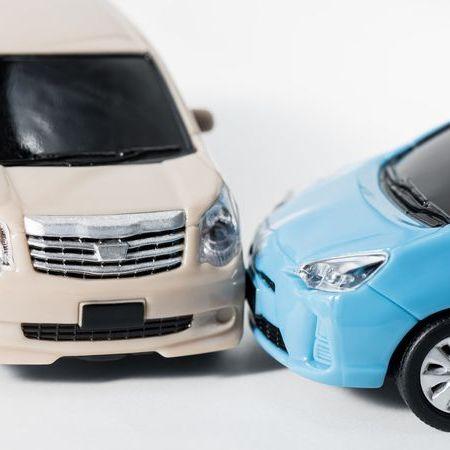 交通事故を車の模型で表現