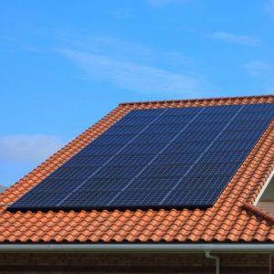 ソーラーパネルで太陽光発電